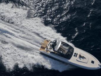 Napoli luxury yacht charter. Galatea è uno degli ultimi scafi usciti dalla linea Fiart 4Seven, un modello progettato per comfort e lusso