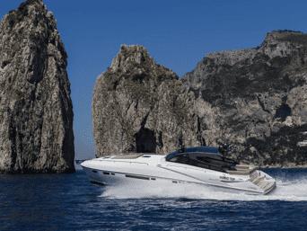 Noleggio Fiart yacht, vacanze esclusive, interni spaziosi e raffinati, 4 cabine doppie di cui 2 armatoriali con servizi privati