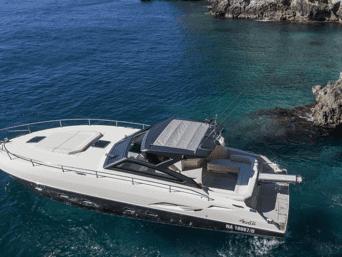 Noleggio Yacht Arkimede vacanze di lusso. Ideale per coppie, famiglie o piccoli gruppi di amici, concediti ora un monento di relax.
