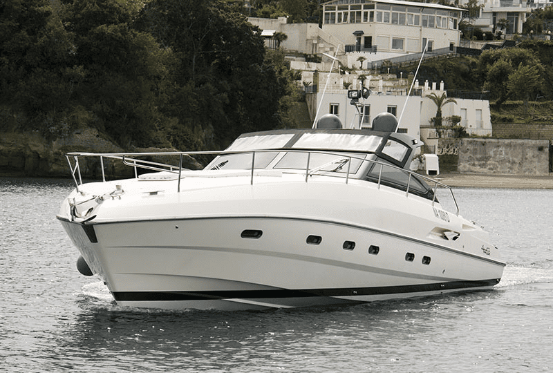 Noleggio Yacht Partenope a Napoli. Una vacanza unica nel suo genere, ideale famiglie e gruppi di amici per un viaggio di lusso in barca