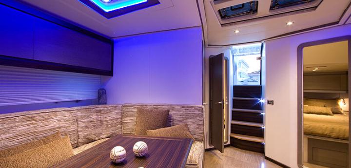 Alberghi di lusso galleggianti suite overwater dormire in barca yacht experience