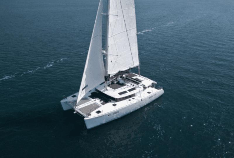 Sailing Catamaran vacanze in catamarano. Prestigioso Lagoon 440 predisposto con 4 cabine più 4 bagni e dotato di tutti i comfort