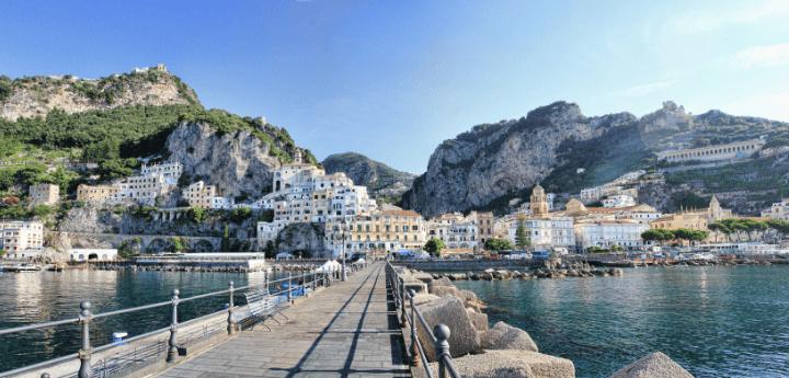Estate in yacht, dove andranno le comitive in vacanza Principalmente in Italia, sulle coste e le isole più esclusive del Sud Italia.