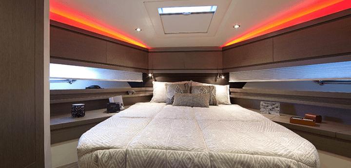 Deluxe room overwater, una notte tra mare e cielo. Servizi esclusivi dal pernottamento a bordo ad una romantica cena gourmet.