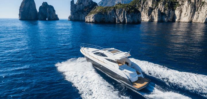 Noleggio yacht di lusso, vi presentiamo Klase 50 della gamma Open.Uno splendido yacht spazioso e ben attrezzato per il weekend.