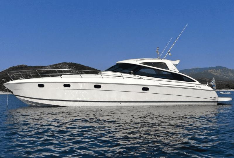 Noleggio yacht Baia 48 Charter di lusso con ampie zone living interne ed esterne.Equipaggio professionale e particolarmente attento.