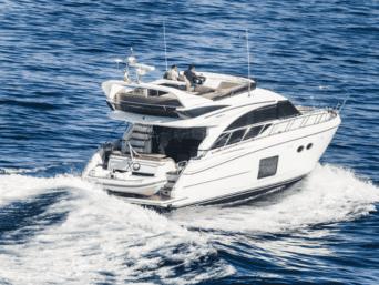 Noleggio yacht a Napoli Princess 56 Fly con ampie zone living interne ed esterne.Equipaggio molto professionale e particolarmente attento.