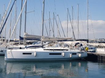 Sun Odyssey 440 Napoli, trasforma i tuoi desideri in una vacanza da sogno. Con RadaHotel scegli lacomoditàe lasicurezza tutto l'anno.