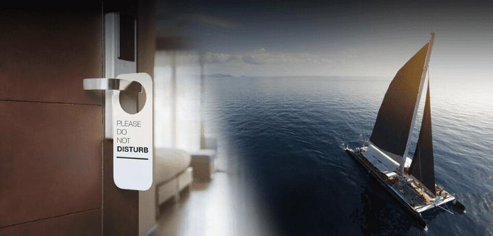 Dormire in yacht a Napoli e hotel in barca a Napoli sono le parola chiave del turismo esperienziale per le città baciate dal mare.