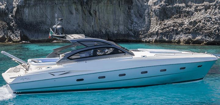 Week end in yacht, in Campania c'è aria di vacanza. Con RadaHotel, dalla costa di Amalfi a quella dei Campi Flegrei, isole comprese.