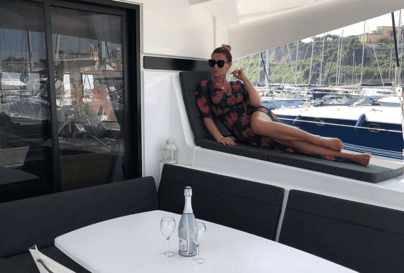Luxury suite Marina di Stabia. Posizionato a pochi passi dalla promenade della costiera sorrentina, una spettacolare vista mare.