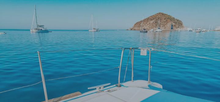 Offerte speciali in catamarano dedicate alle vacanze in barca tutto l'anno, per rendere più piacevole il tuo weekend in relax.