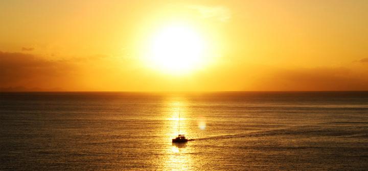 a Napoli weekend in catamarano, benessere, equipaggio, assistenza agli imbarchi e ottimi pasti da gustare durante la permanenza a bordo.