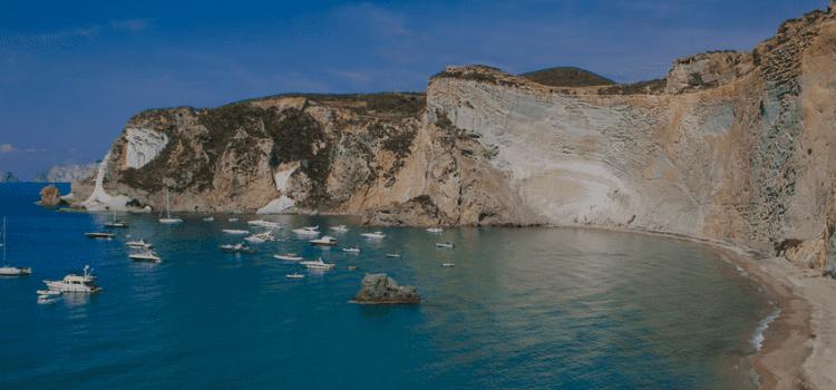 Isole pontine in catamarano scoprite le sue bellezze. Un tour in barca 8 giorni 7 notti con servizio ristorativo a bordo incluso nel prezzo