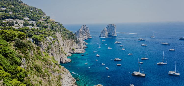 Pasqua a Capri in catamarano con lo speciale week end tutto compreso. Una vacanza esclusiva per festeggiare la Santa Pasqua in un modo unico.