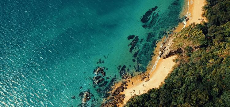 Fare un viaggio in barca. Navigare in catamarano alla scoperta dell'Italia più esclusiva con partenze per la Costiera Amalfitana in yacht