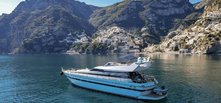 Un mondo di barche tra catamarani e Luxury yacht. La certezza di una vacanza esclusiva su yacht di lusso per i tuoi sogni tutto incluso.