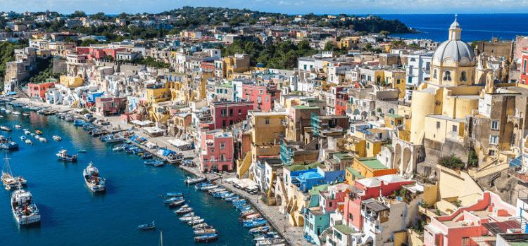 Weekend a Procida in barca tra le bellezze procidane con il comfort di prestigiosi catamarani e lussuosi yacht in formula hotel